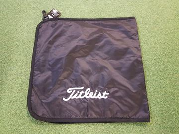 Picture of Titleist Dri Hood Towel - Black